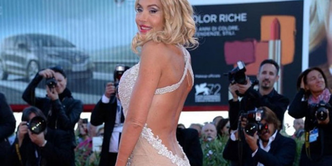 valeria marini red carpet